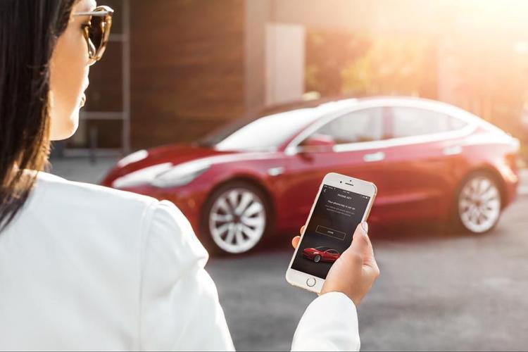 llave inteligente Tesla seguridad abre desde tu smartphone innovaciones tecnología