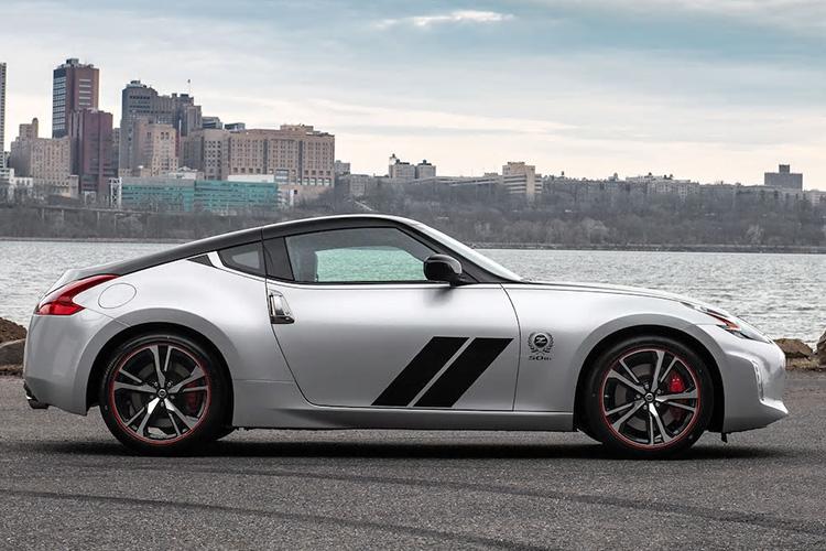 nissan 370Z edicion especial bicolor gris y negro
