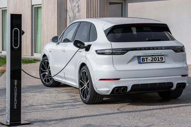 nuevo Porsche Cayenne Turbo S E-hybrid vehiculo recarga en 2 a 6 horas