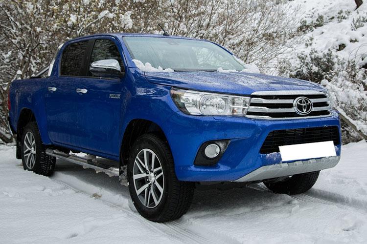 pickup en nieve