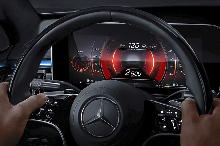 sistema MBUX en Mercedes-Benz Clase S 2021 5 pantallas