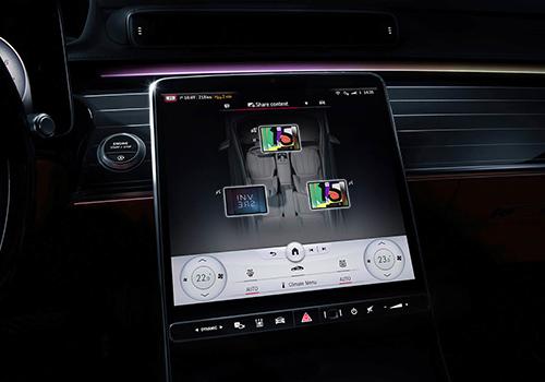 sistema MBUX en Mercedes-Benz Clase S 2021 pantalla vertical