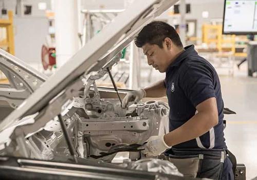BMW comienza a ensamblar en México talleres de BMW para estudiantes y empleados en Planta de México