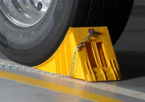 tips para cuidar tu auto en la cuarentena calzos en las llantas