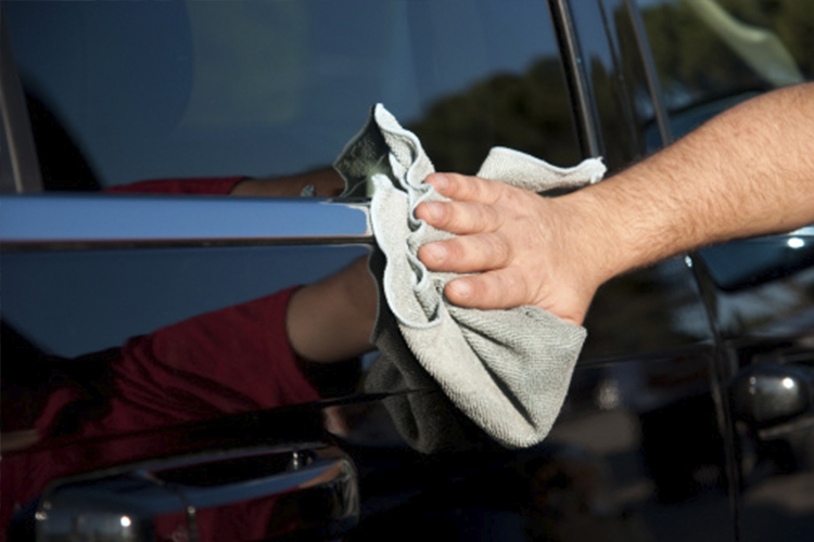 tips para cuidar tu auto en la cuarentena encerado limpieza del auto